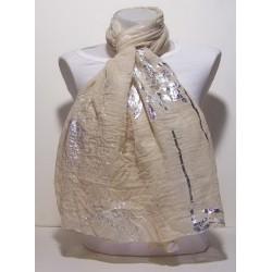 ecru sjaal met zilveren bedrukking