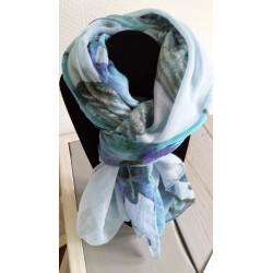 grote omslagdoek/ sjaal in blauwe tinten
