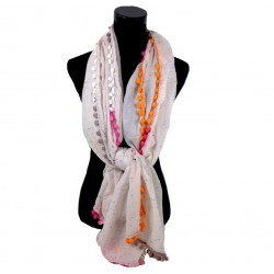 creme kleurige gespikkelde sjaal afgezet met bolletjes