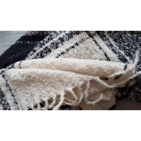 grote warme najaar/winters sjaal-omslagdoek in de kleuren grijs, wit en zwart geblokt