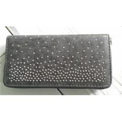 zwarte portemonnee met zilveren studs