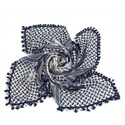blauwe vierkante grote sjaal met verschillende vlakken en studs sterren.