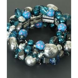 Blauw met zilverkleurige kralen armband.
